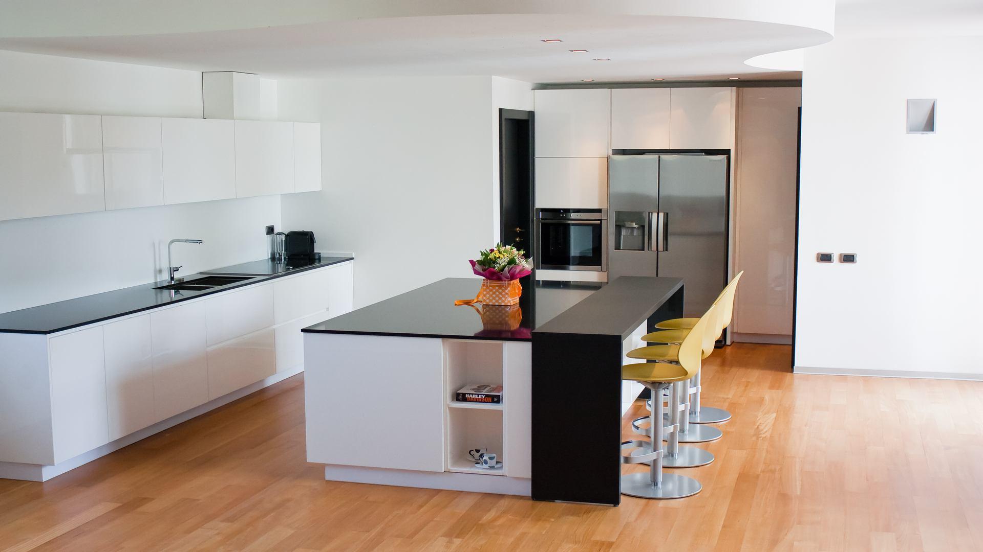 cucina su misura Xera laccata e lucida 2 1
